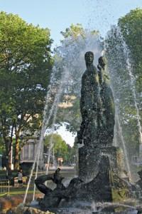 CN su 11 Lloyd Fountain